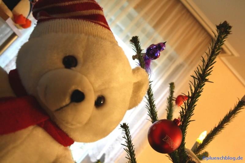 Bommel vor dem Weihnachtsbaum 2
