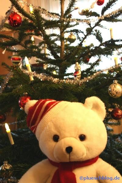 Bommel vor dem Weihnachtsbaum 3