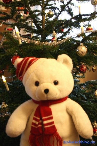 Bommel vor dem Weihnachtsbaum 4