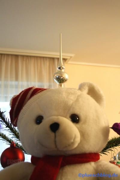 Bommel vor dem Weihnachtsbaum 7