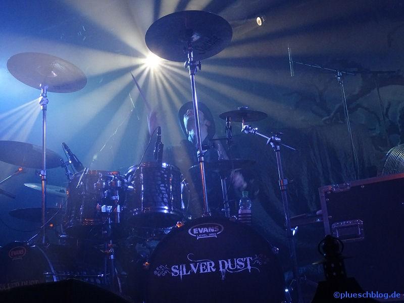 silver-dust-11