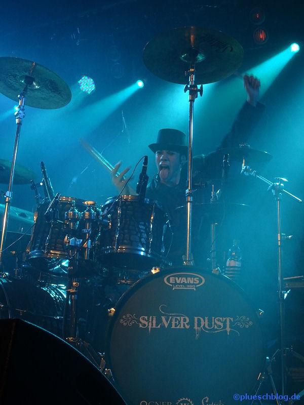 silver-dust-24